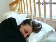 Порно отрахал спящую