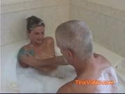 Папа с дочкой в бане