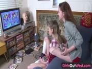 Девушка дрочит член видео онлайн